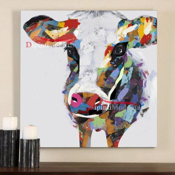 Dipinto a mano con mucca colorata astratta