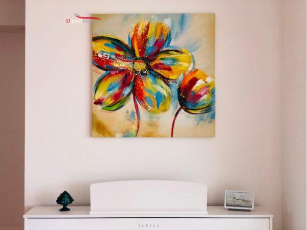 Dipinto moderno con grandi fiori colorati